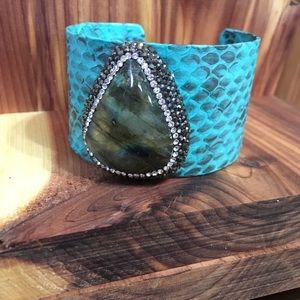 Jewelry - Turquoise snakeprint and labradorite cuff